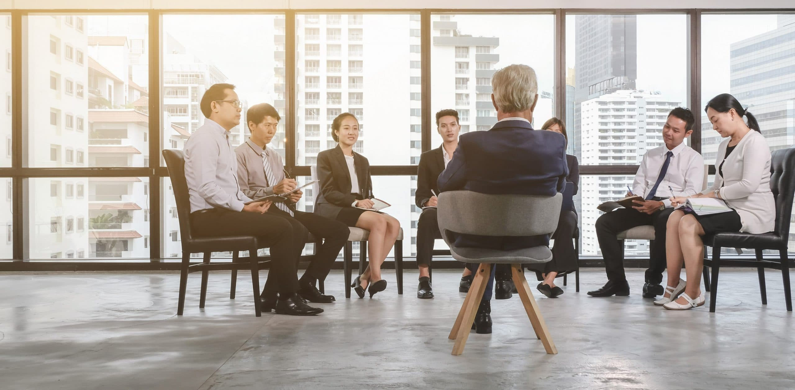 Group,Of,Asian,Business,People,Meeting,With,Their,Boss.,Senior